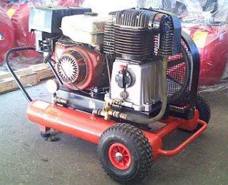Virzuļu kompresors ar benzīna