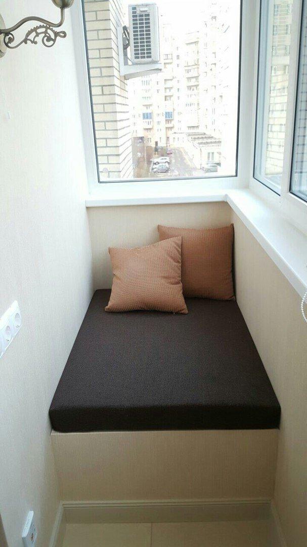 Делай сам: удобный и практичный диван на балконе своими рука.